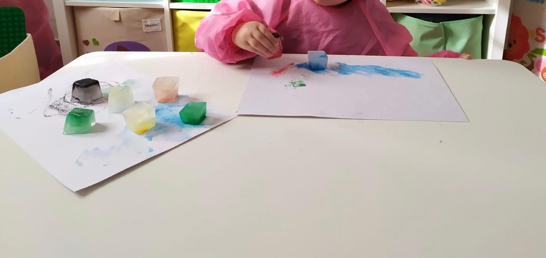 Cubetti colorati con cui dipingere con effetti speciali